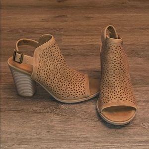 Adorable heels!!